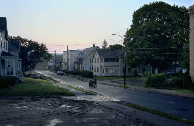 gregory-crewdson-untitled-kent-street