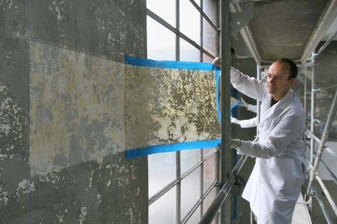Jorge Otero-Pailos cleaning the wall of the Alumix factory, 2008 | Photo © Patrick Ciccone